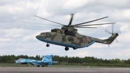 Под Петербургом вертолет-тяжеловес Ми-26 перевез навнешней подвеске Су-27
