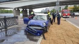 Машина рухнула вреку наНагатинской набережной вМоскве— фото