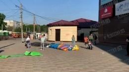 Видео сместа лопнувшего батута вБарнауле, где пострадали дети