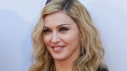 Мадонна показала, как ее15-летний сын продефилировал вженском платье