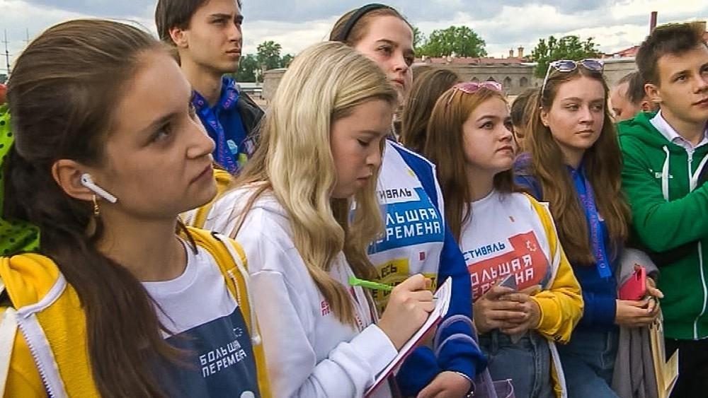 Победители «Большой перемены» посетили бриг «Россия» ипобывали нарепетиции «Алых парусов-2021»