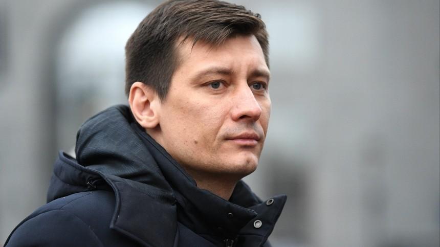 Правоохранители проводят обыски вдоме Дмитрия Гудкова