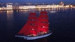 Главный символ «Алых парусов» двухмачтовый бриг «Россия» прибыл вСанкт-Петербург