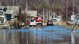 Паводок вЗабайкалье: потоки воды переворачивают машины исмывают мосты