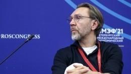 «ВПитере— пить»: Шнуров наПМЭФ рассказал обособенностях российского креатива