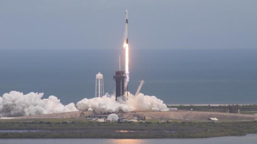 Светящиеся кальмары итонны продовольствия: Falcon 9 стартовал кМКС