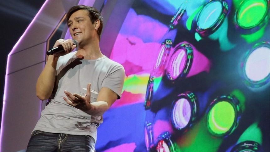 Директор Шатунова ответил Вайкуле, назвавшей хит артиста «песней для дебилов»