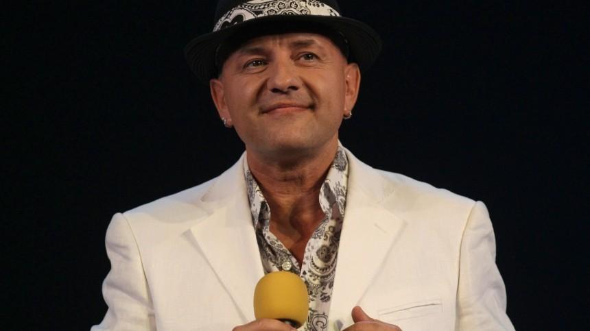 «Очередная новая волна»: певец Сергей Рогожин высказался омолодых исполнителях