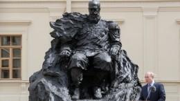 «Супер! Человек-скала»: Владимир Путин открыл памятник Александру III вГатчине