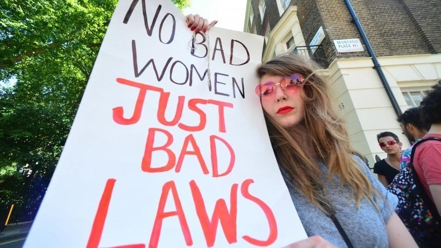 Видео: толпа берлинских проституток вышла намарш против безработицы