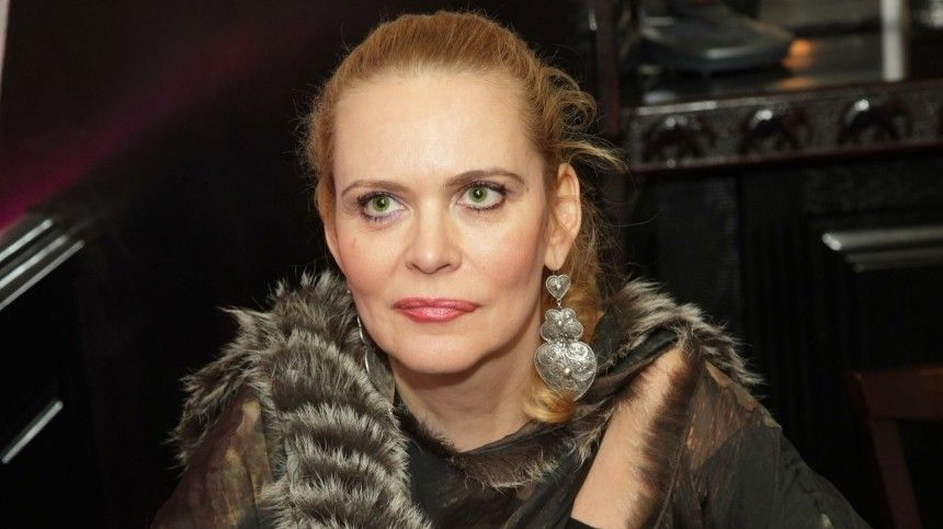 Алена Яковлева легла под нож хирурга, чтобы исправить ошибки молодости