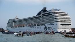 ВВенеции протестом встретили первый после пандемии круизный лайнер