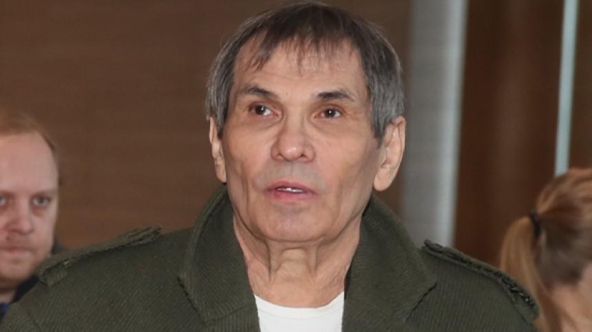 «Разрезали спину»: Бари Алибасову провели операцию