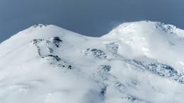 Спасение альпиниста израсщелины наЭльбрусе показали навидео