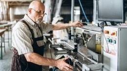 Профсоюзы просят Путина вернуть индексацию пенсий работающим пожилым россиянам