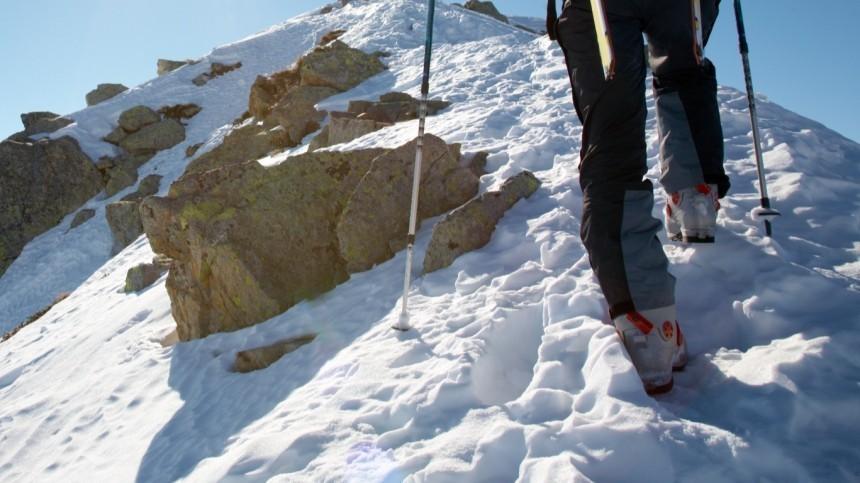 Четыре часа над пропастью: история спасения альпиниста изтрещины наЭльбрусе