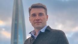 Видео: ВПетербурге прощаются сактером Артемом Анчуковым в«Тинькофф Арене»