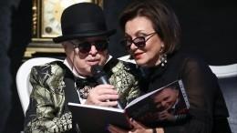 Тяжелобольного Зайцева под руки привели напрезентацию его книги— видео
