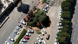 Три автомобиля провалились под землю вИерусалиме