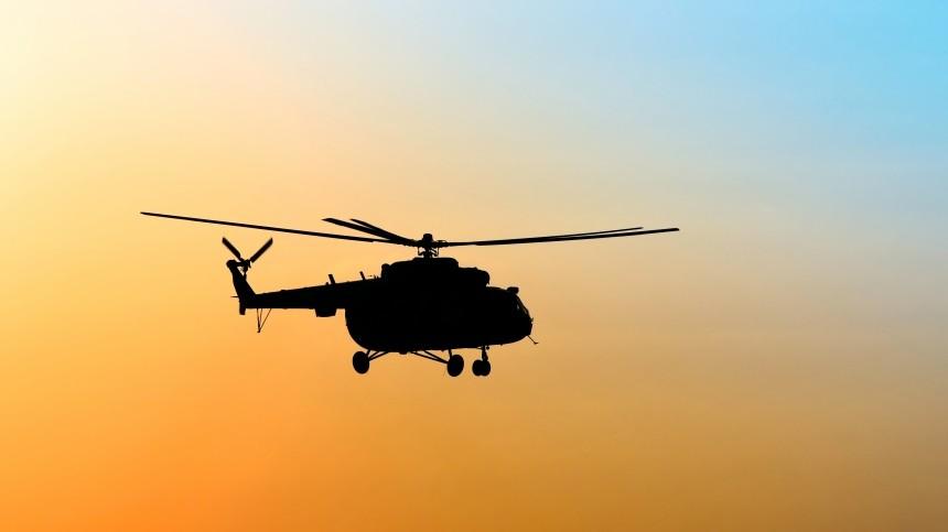 Вертолет совершил экстренную посадку вболото вТюменской области