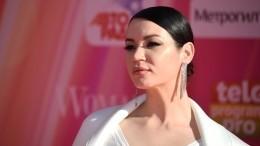 Голая грудь истрастные поцелуи: Ида Галич показала закулисье премии Муз-ТВ