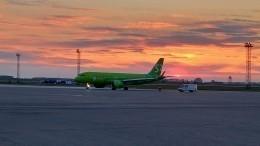 Самолет врезался вмачту освещения вновосибирском аэропорту «Толмачево»