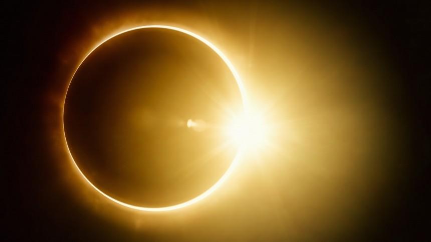 Завораживающие кадры кольцеобразного солнечного затмения показали жители разных уголков Земли