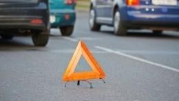 Страшные кадры сместа ДТП вЧелябинске, где авто сбило маму сребенком (18+)