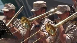 Сирийские школьники вДень России поздравили военных изРФконцертом