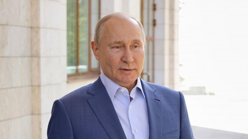 Путин рассказал, что унего была повышенная температура после прививки отCOVID