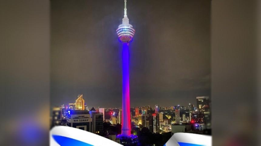 Телебашню встолице Малайзии окрасили втриколор вчесть Дня России— видео