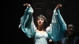 Бузова отметила премьеру спектакля вМХАТ зажигательной лезгинкой под аплодисменты