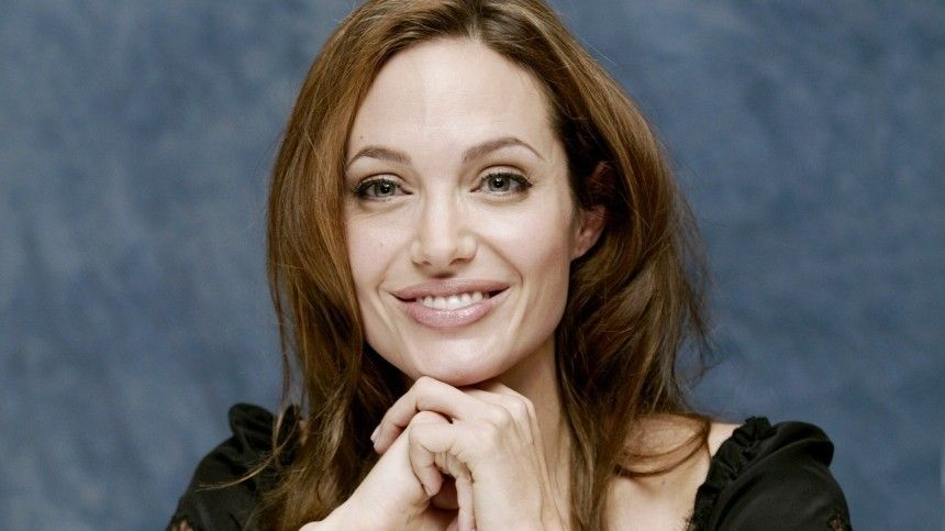 Анджелина Джоли провела вечер вкомпании бутылки вина ибывшего мужа