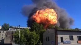 Ядерный гриб вжилой зоне: момент взрыва АЗС вНовосибирске попал навидео