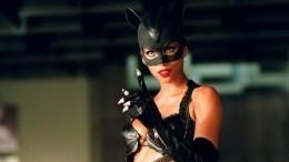 Интимную сцену Бэтмена иЖенщины-кошки вырезали из«Харли Квинн»