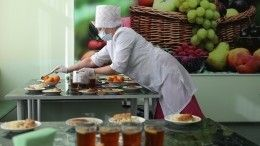 Путин потребовал допустить родителей кконтролю качества питания вшколах