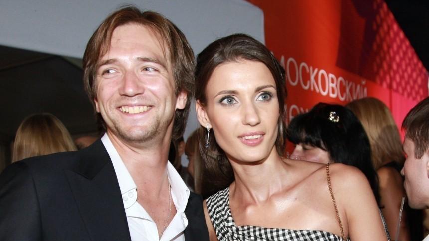 Актер Петр Красилов развелся сженой после 16 лет брака