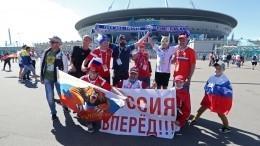 Фанаты спели «Катюшу» перед матчем РФ-Финляндия перед «Газпром Ареной»— видео