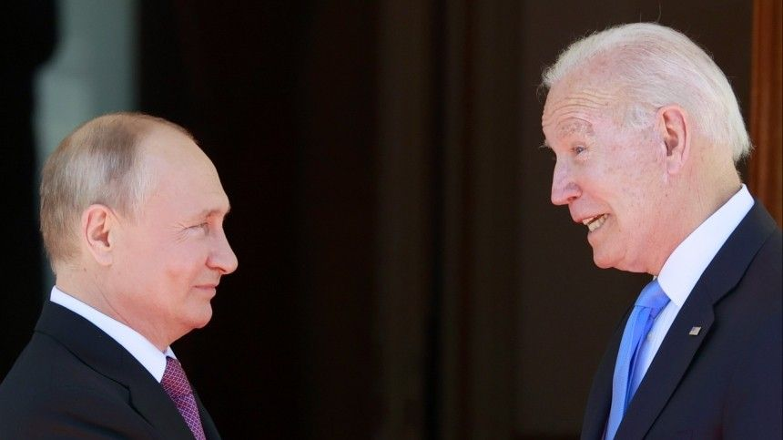 Хохлома ихрусталь: Путин иБайден обменялись подарками навстрече вЖеневе