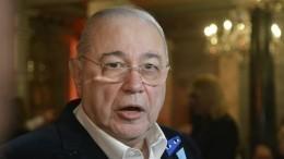 «Очень тонизирует!»— Петросян предложил россиянам повторить позу из«эстрадной йоги»