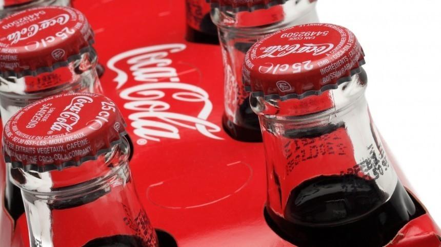Руководство УЕФА запретило футболистам убирать бутылки спонсоров Евро изкадра
