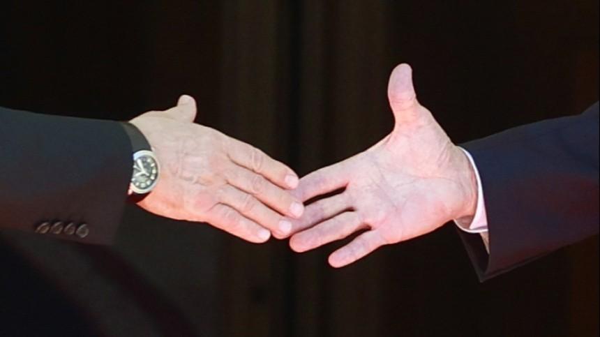 Жил награни, боится алкоголя: хиромант раскрыл тайны Байдена, взглянув наего руку