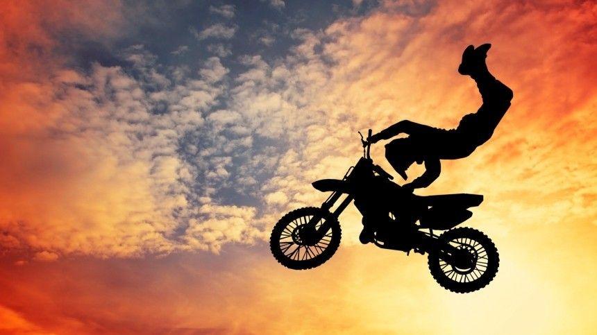 Известный мотокаскадер погиб при попытке установить рекорд наглазах узрителей