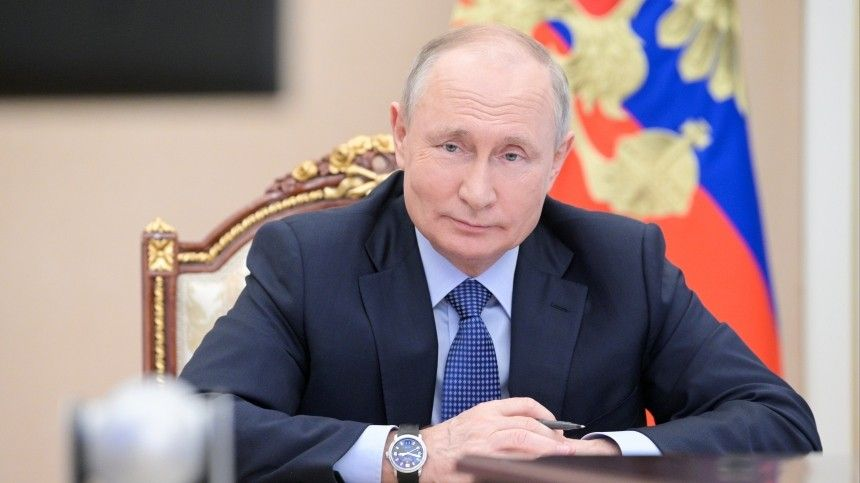 Путин пообщался свыпускниками программы развития кадрового управленческого резерва