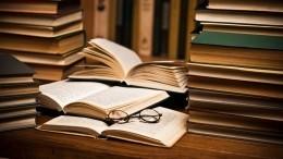 Пятый канал передал книжный фонд набессрочное хранение Российской национальной библиотеке