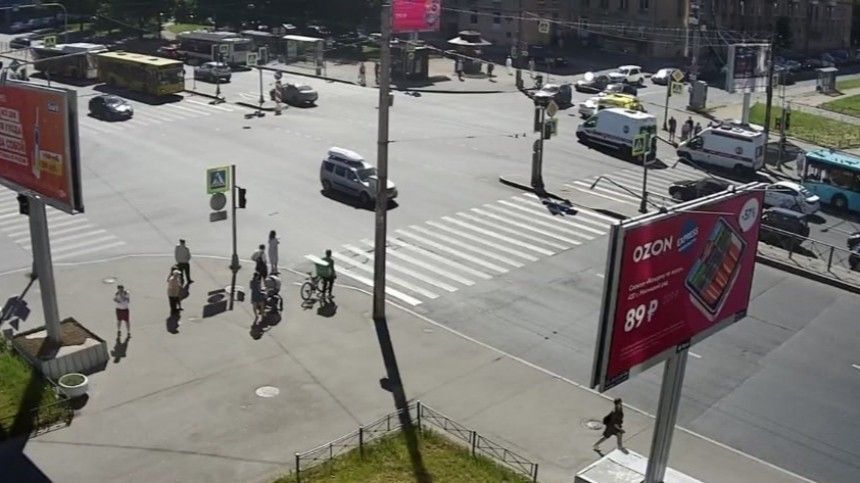 Маршрутка влетела вавтобус наюге Петербурга
