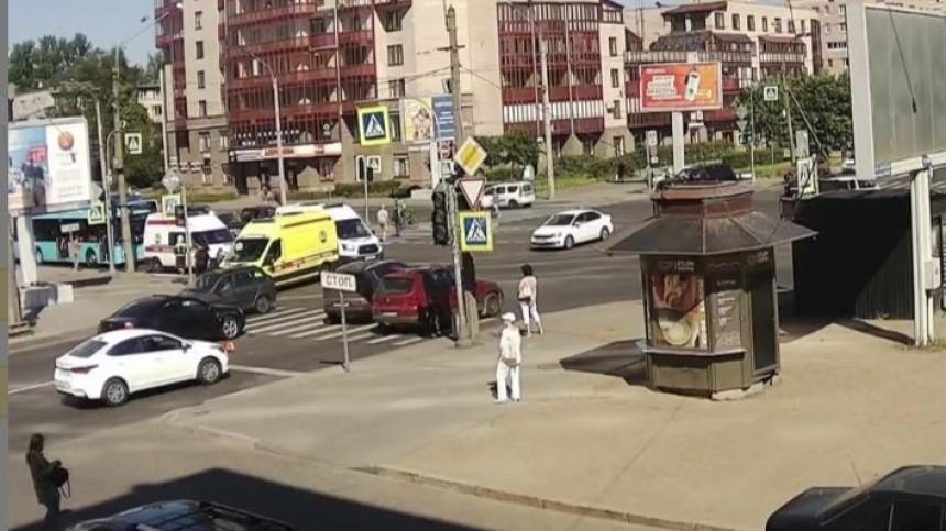 Семь человек пострадали при столкновении автобуса имаршрутки вПетербурге