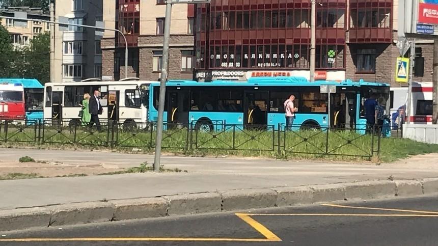 Список пострадавших при столкновении автобуса имаршрутки вПетербурге