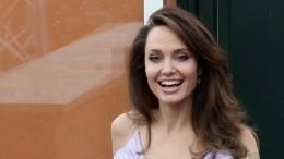 Трое детей актеров Джоли иБрэда Питта выступят против отца всуде
