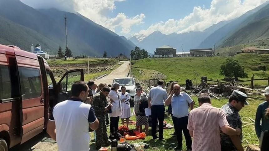 Один погиб, 12 госпитализированы: катамараны соспортсменами перевернулись вКЧР